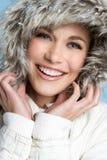 微笑的冬天妇女 库存照片