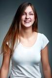 微笑的十几岁的女孩演播室画象  库存照片