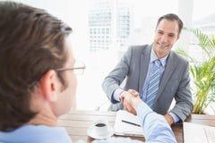 微笑的商人与co工作者握手 库存照片
