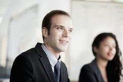 微笑的商人在业务会议上 库存图片