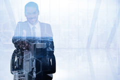 微笑的商人的综合图象在椅子办公室提供的握手的 免版税库存图片