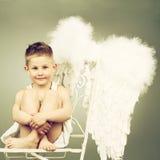 微笑的天使孩子 免版税库存图片
