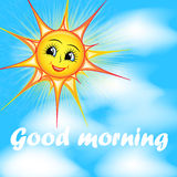 微笑的太阳的明亮的动画片在天空的 库存图片