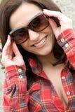 微笑的太阳镜妇女 库存照片