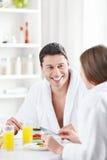 微笑的夫妇 免版税库存照片
