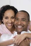 微笑的夫妇 免版税库存图片