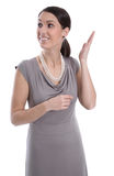 微笑的女商人提出。隔绝在白色backgroun 免版税库存图片