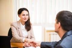 微笑的女商人握她的手在采访 免版税图库摄影