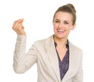 微笑的女商人攫取的手指 免版税库存照片