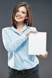 微笑的女商人显示标志的白色空插件 图库摄影