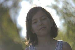 微笑的女孩与 免版税图库摄影