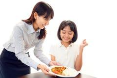 微笑的女孩用食物 免版税库存图片
