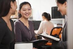 微笑的女实业家开会议在办公室 图库摄影
