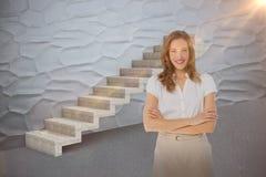 微笑的女实业家的综合图象有胳膊的横渡了反对窗帘3d 库存照片