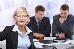 微笑的女实业家纵向  免版税库存照片