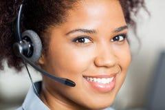 微笑的女性顾客服务特写镜头  免版税库存图片
