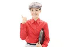 微笑的女服务员 免版税库存照片