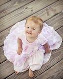 微笑的女婴 免版税库存照片