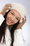 微笑的妇女冬天画象  免版税库存图片
