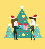 微笑的妇女和人有礼物盒的 免版税库存图片