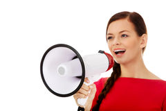 年轻微笑的妇女尖叫通过扩音机 库存照片