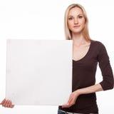 微笑的妇女展示大空白的委员会 库存图片