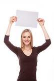 微笑的妇女展示大空白的委员会 库存照片