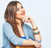 微笑的妇女接近的画象 一根式样长的头发 免版税库存图片