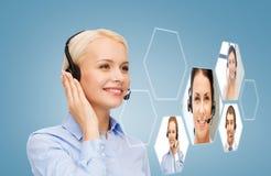微笑的妇女热线服务电话操作员 库存图片