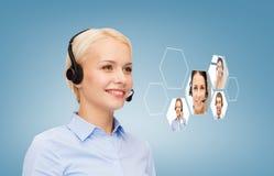 微笑的妇女热线服务电话操作员 免版税库存图片