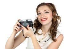 微笑的妇女的画象有照相机的 免版税库存图片