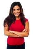 年轻微笑的妇女,横渡的胳膊 免版税图库摄影
