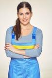 微笑的妇女画象穿戴了更加干净的制服与横渡了a 图库摄影