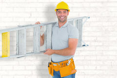 微笑的安装工运载的梯子画象的综合图象  库存图片