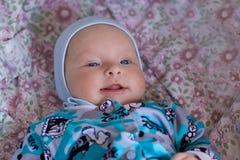微笑的小女孩 图库摄影