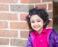 微笑的小孩女孩 免版税库存图片