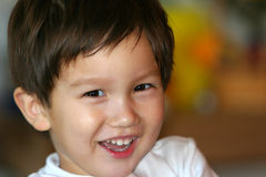 微笑的小孩 免版税库存照片