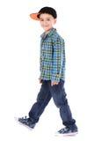 微笑的小男孩全长画象牛仔裤和杯子的 免版税库存图片