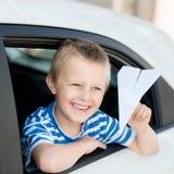 微笑的小男孩 免版税库存照片