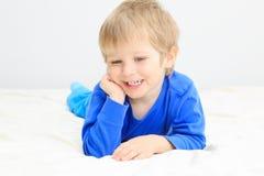 微笑的小男孩portait 免版税库存照片