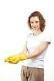 微笑的少妇佩带的橡胶手套 免版税库存图片