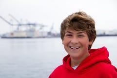 微笑的少年 免版税库存图片