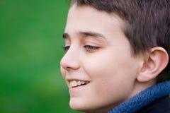 微笑的少年 免版税库存照片