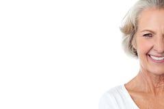 微笑的快乐的年迈的夫人。 免版税库存照片