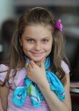 微笑的愉快的女孩 免版税图库摄影