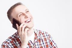 微笑的愉快的白种人人画象发表演讲关于手机 库存照片