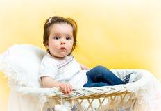 微笑的愉快的8个月女婴 免版税库存照片