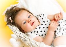 微笑的愉快的8个月女婴 库存图片