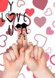 微笑的手指夫妇,爱您消息和红色心脏 库存图片