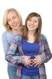 微笑的母亲和女儿家庭画象  免版税库存照片